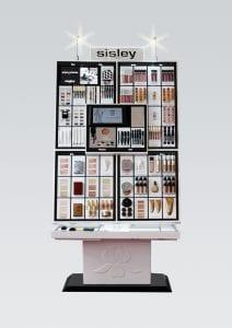 Mit Beleuchtung präsentiert hier Sisley dekorative Kosmetik im Permanent Display.