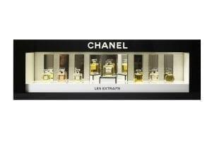 Lineare Platzierungen:Hier zeigt Dior aufmerksamkeitsstark hinterleuchtet die Diorduftrange